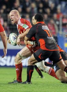 Munster s Paul O Connell C vies with Toulon s Saimone Taumoepeau R during their European H Cup rugby union match Toulon vs Munster