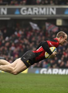 James Short diving over for Saracens against Leeds Carnegie