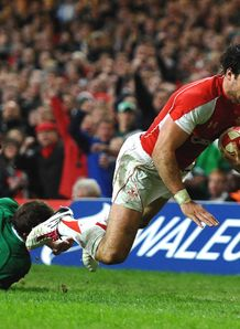 Mike Phillips try Wales v Ireland 2011