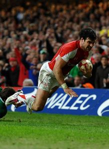 Mike Phillips try for Wales against Ireland