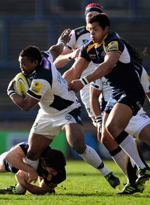 Steffon Armitage trying to get away from Luther Burrell