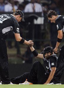 New Zealand sweat on Vettori