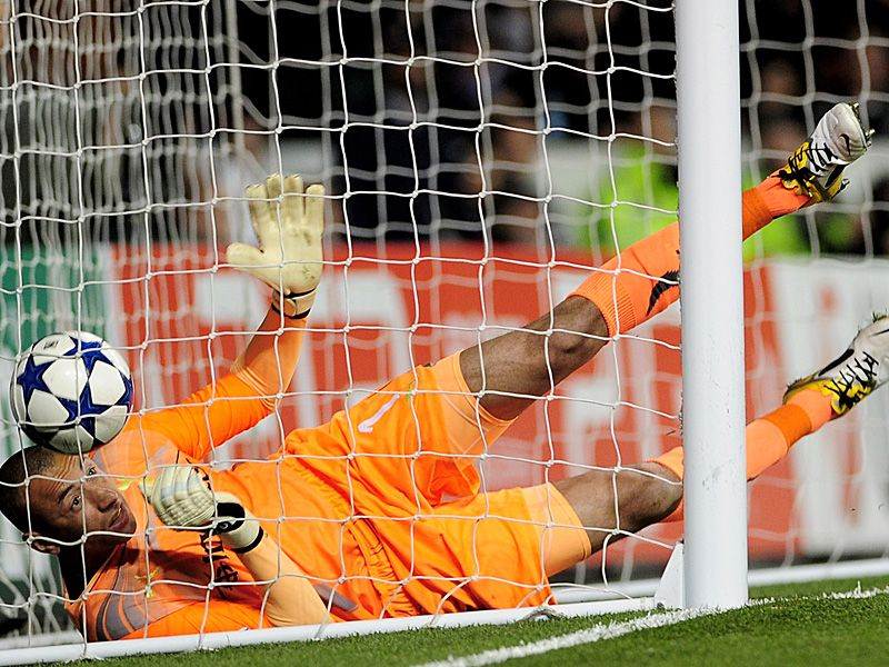 tottenham's gomes fumbles ronaldo's shot into the net.