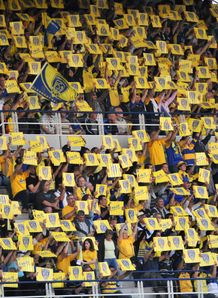 Clermont s fans wave T14 QF