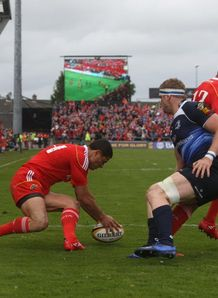 Doug Howlett scoring for Munster against Leinster
