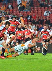 Riaan Viljeon scoring for Cheetahs against Lions