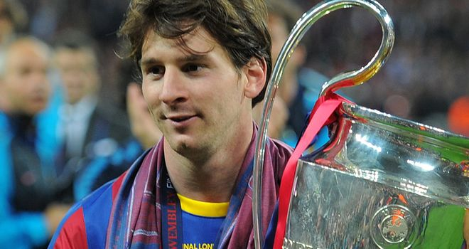Lionel-Messi-Trophy-Barcelona-Champions-