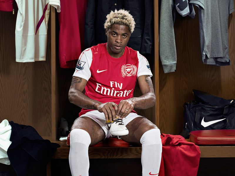 Alex-Song-Arsenal-Kit_2592415.jpg