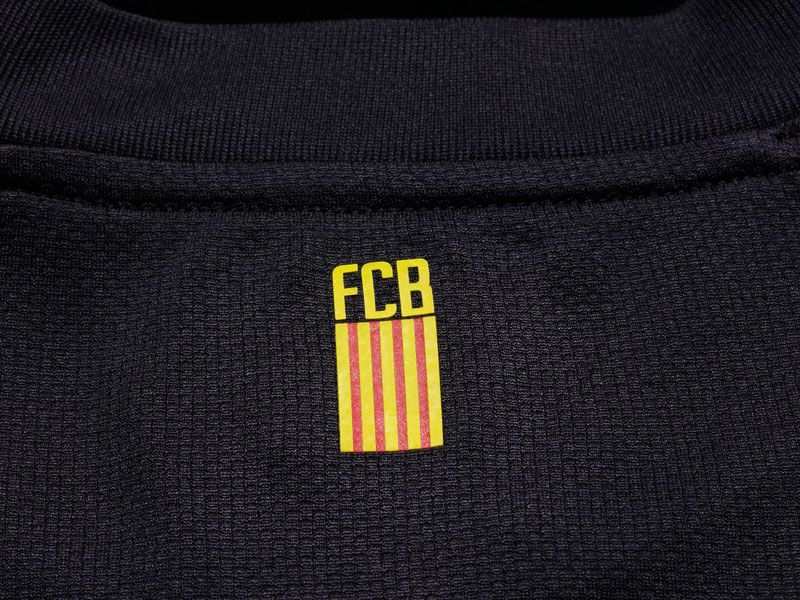 Barcelona-Away-Neck-Graphic_2598464.jpg