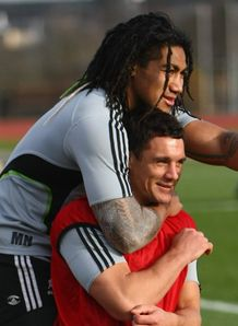 Dan Carter headlocked by Ma a Nonu