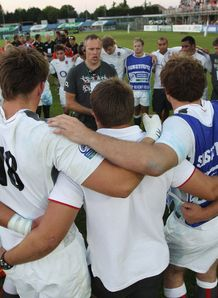 Rob Hunter talking to England U20 in huddle