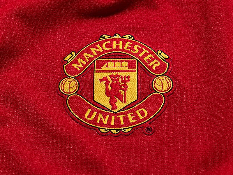 Nike-Man-Utd-Home-Crest_2605315.jpg