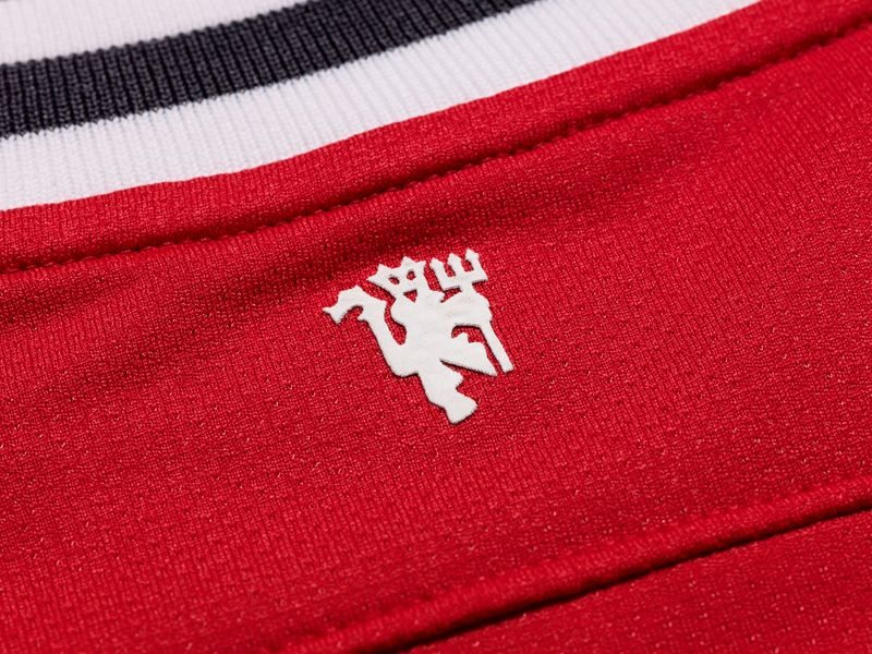 Nike-Man-Utd-Home-Neck-Detail_2605316.jpg