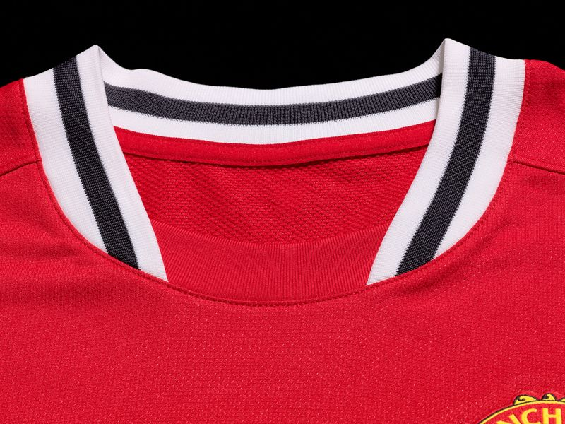 Nike-Man-Utd-Home-Neck_2605328.jpg