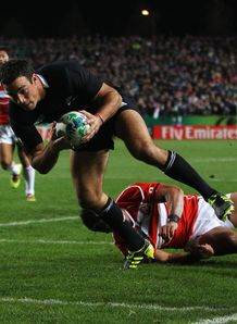Richard Kahui scoring opener for All Blacks against Japan