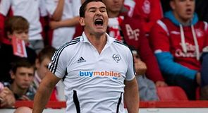 Clough negotiates Derby deal