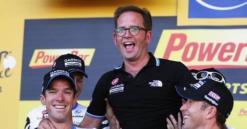 Vaughters (centre) celebrates Garmin-Cervelo&#39;s victory in the team time trial