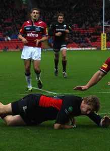 David Strettle scoring for Saracens against Sale Sharks