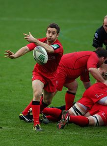 Greig Laidlaw passing for Edinburgh against London Irish