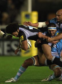 Rikki Sheriffe held by Sam Betty and Dale Rasmussen in Newcastle v Worcester