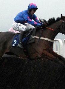 Colin Tizzard expects Cue Card's performance in the Betfair Ascot Chase will tell him where to head at Cheltenham.