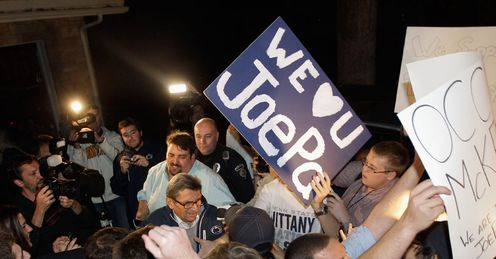 Show of support: students give Penn State University head football coach Paterno their backing