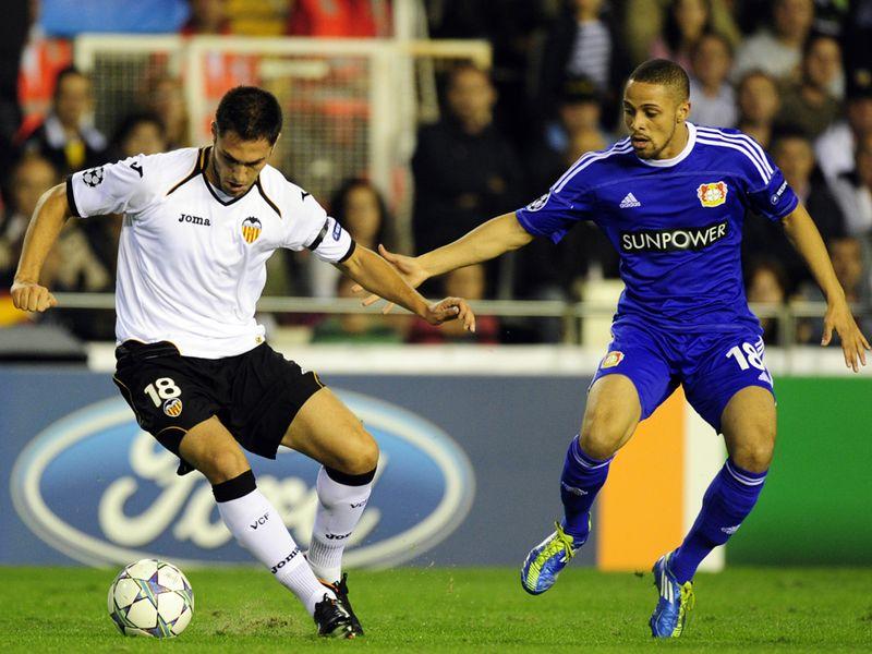 http://img.skysports.com/11/11/800x600/Valencia-v-Leverkusen-Victor-Ruiz-Sidney-Sam_2673059.jpg