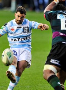 Jonathan Wisniewski kicking for Racing Metro in Heineken Cup