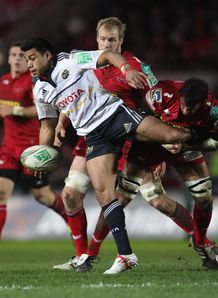 Lifeimi Mafi looking for an offload for Munster