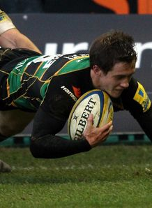 Jamie Elliott Northampton scoring a try against Bath