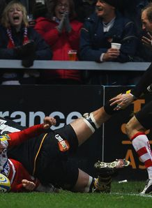 Jonny May celebratres scoring his second try during the Aviva Premiership match between Gloucester and London Wasps