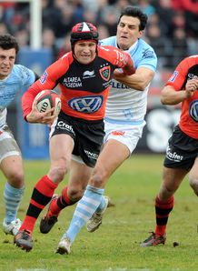 Matt Giteau and Jonny Wilkinson in action for Toulon