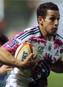 Stade Francais s winger Julien Arias white pink