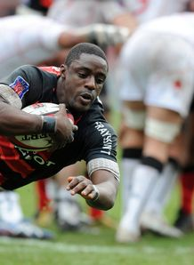 Toulouse s flanker Yannick Nyanga dives