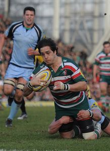 Horacio Agulla of Leicester Tigers scores the third try v Newcastle