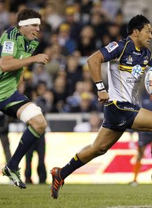 Christian Lealiifano being chased by Culum Retallick