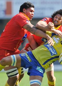 Clermont s Alexandre Lapandry R is tackled by Perpignan duo