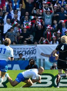 Giovanbattista Venditti scoring for Italy against Scotland