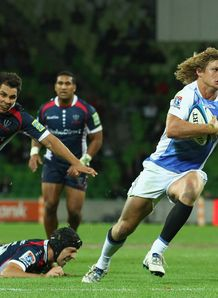 Nick Cummins of the Western Force on his way to scoring v Rebels