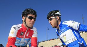 Mark Cavendish del Team Sky e Matthew Goss (GreenEDGE) sono rimasti lontano dai rischi in una quarta tappa dedicata agli uomin idi classifica