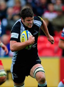 Ally Hogg on his way to scoring for Newcastle Falcons