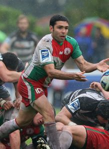 Biarritz breeze into final