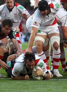Pedrie Wannenburg scoring for Ulster in Heineken Cup