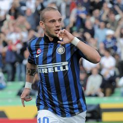 Sneijder: Rumours on future continue