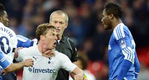 Martin Atkinson struggles to decide whether or not Scott Parker has 'crossed a  line'!