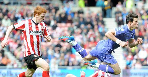 Sunderland v Tottenham Gareth Bale tackled