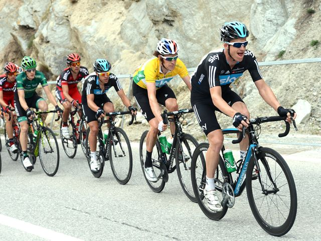 Rogers, Wiggins and Porte set the pace on the front