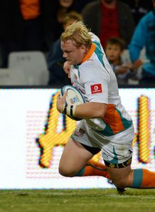 Adriaan Strauss going over for Cheetahs in the corner