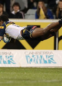 Henry Speight diving over for the Brumbies