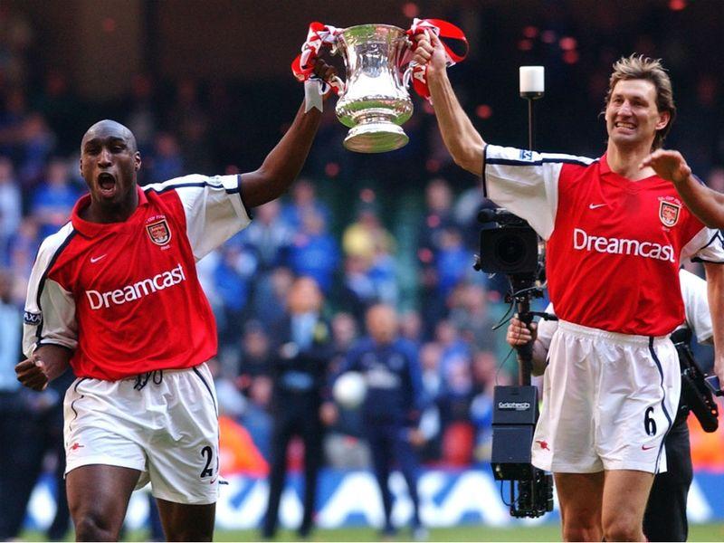 [تصویر: Sol-Campbell-and-Tony-Adams-2002-FA-Cup-...758923.jpg]